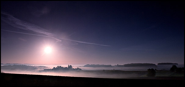 Lev� de soleil dans la brume